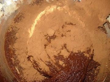 preparazione torta mousse al cioccolato