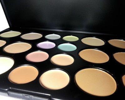 Come truccare e correggere i più comuni difetti della pelle