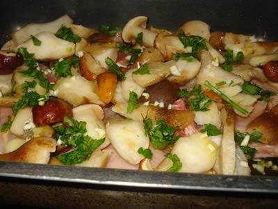 Costine di maiale con funghi porcini