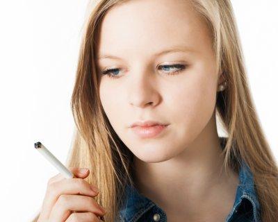 Allarme fumo: prima sigaretta 11 anni