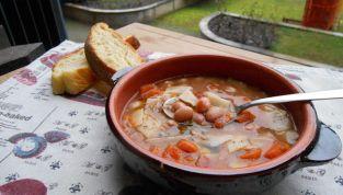 Zuppa di fagioli borlotti con tacconelli al basilico