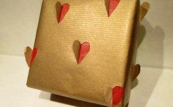 Pacco regalo con i cuori per San Valentino