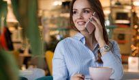Iperconnessi a tavola: si guarda di più lo smartphone che la persona che si ha di fronte