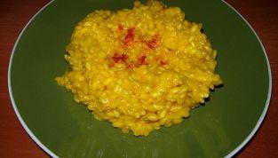 Ricetta del risotto allo zafferano, dorato e profumato