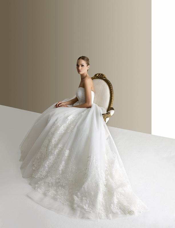 quality design 22e95 cb9e6 Gli abiti da sposa in pizzo per farsi ispirare in questo 2015