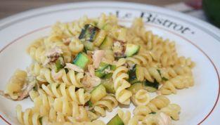 Pasta zucchine e tonno, il piatto ideale per i primi caldi