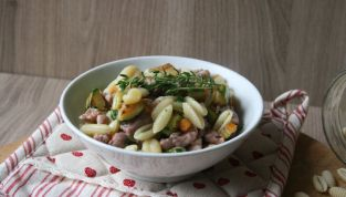 Pasta salsiccia e zucchine, un saporito piatto di primavera