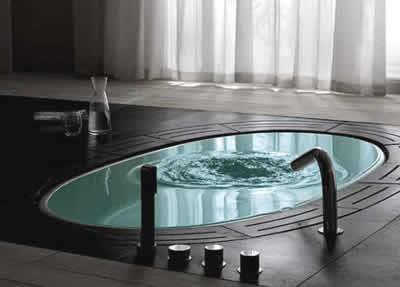 Arredamento Vasca Da Bagno Piccola : Vasche d abagno oversize la nuova tendenza nell arredamento