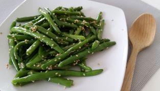 Fagiolini in padella con semi di sesamo
