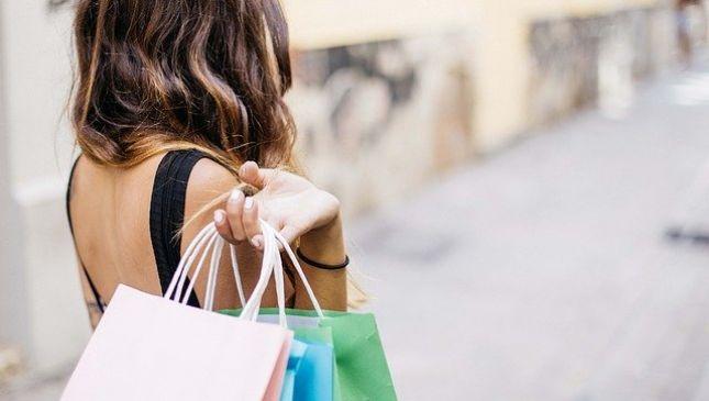 Cosa comprare ai saldi estivi 2015: dritte per lo shopping