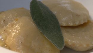 Ravioli di ceci in salsa di pecorino