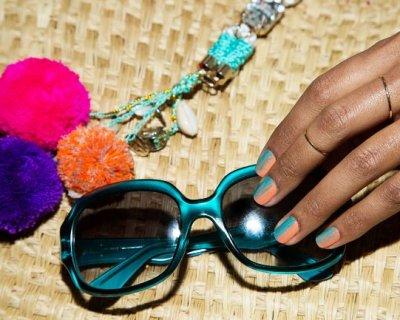 Nail art sfumato con i colori dell'estate