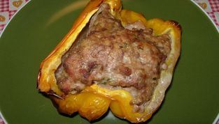 Peperoni ripieni di carne, un secondo dal sapore deciso