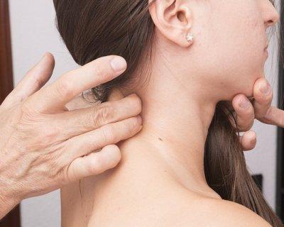 Esercizi per il collo, un aiuto per lenire contrazioni e dolori