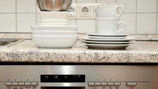 Come pulire la lavastoviglie con prodotti naturali