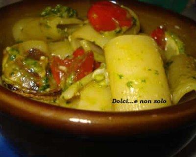 Pasta zucchine e pesto