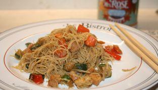Noodles di riso con pollo e verdure, un viaggio culinario in Cina