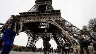 Strage di Parigi: il bilancio, ad ora, è di 128 vittime e 300 feriti. Ansia per un'italiana