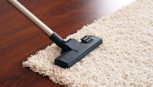Come pulire i tappeti, rimedi naturali contro vari tipi di macchie
