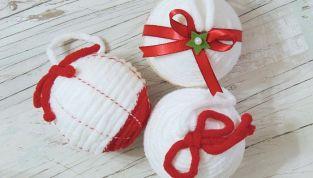Palline di Natale di polistirolo rivestite con la lana