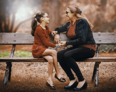 Come parlare delle prime mestruazioni a tua figlia