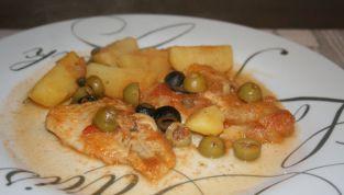 Nasello con patate e olive, un delizioso secondo di pesce
