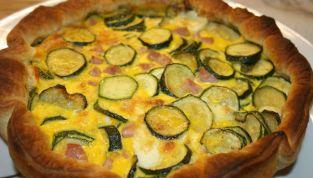 Quiche con zucchine e mortadella, una torta salata per la primavera
