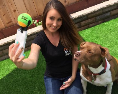 Pooch selfie: il nuovo accessorio per farsi un selfie con il proprio cane