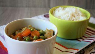 Maiale al curry con verdure, un piatto unico dal sapore etnico