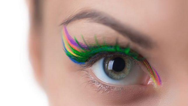 Ciglia arcobaleno per occhi di mille colori