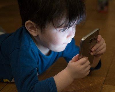 Perché vietare i dispositivi elettronici ai bambini sotto i 12 anni