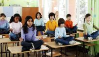 Yoga nelle scuole: la proposta di Gentiloni
