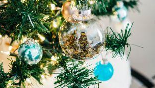 Decorazioni e addobbi natalizi azzurri, il colore trendy del Natale 2017