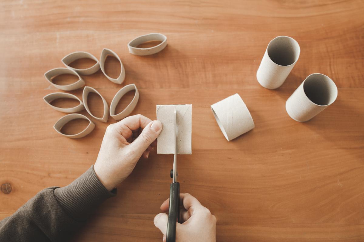 Rotoli Di Carta Igienica Lavoretti Natale : Ghirlanda natalizia con rotoli di carta
