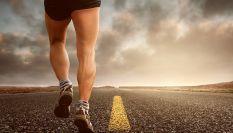 Crampi al polpaccio: possibili cause e rimedi