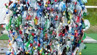 Come ridurre l'uso di plastica nella vita quotidiana