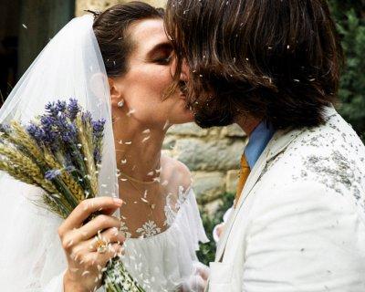 Charlotte Casiraghi ha scelto lavanda e spighe per il suo bouquet