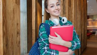 Le 10 regole d'oro per portare lo zaino scolastico in modo corretto