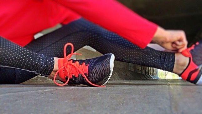 Workout a casa: basta una sedia, un tavolo e un divano