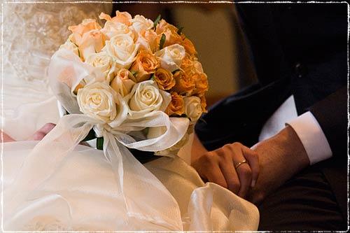 Sposi con bouquet