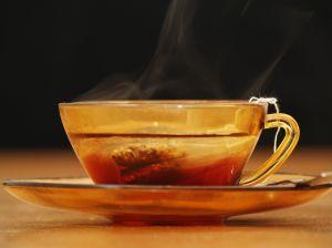Tazza di tè fumante