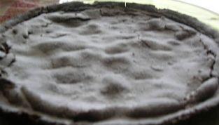 Crostata al cacao con crema e pere