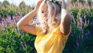 Fiori nei capelli tendenza moda estate 2010