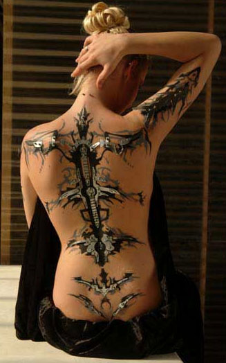 Tatuaggio con piercing