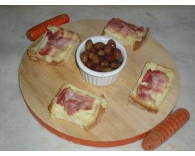 Crostini gustosi alla pancetta affumicata