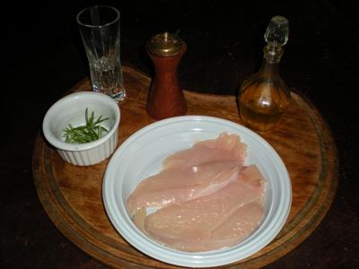 Petti di pollo light al rosmarino e vino bianco