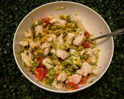 Insalata di pollo fredda con verdura