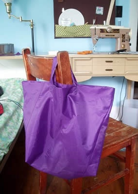 Realizzare una borsa conla tela dell'ombrello rotto