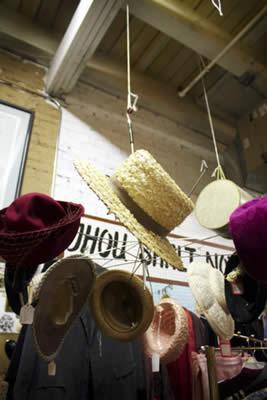 Riutilizzo ombrelli: realizzare un porta cappelli