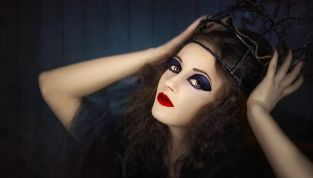 Trucco da strega fai da te per la notte di Halloween